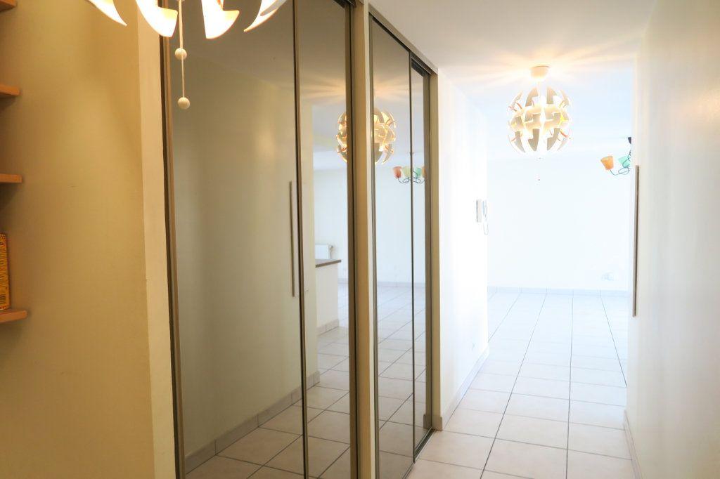 Appartement à louer 5 104.37m2 à Villeurbanne vignette-8