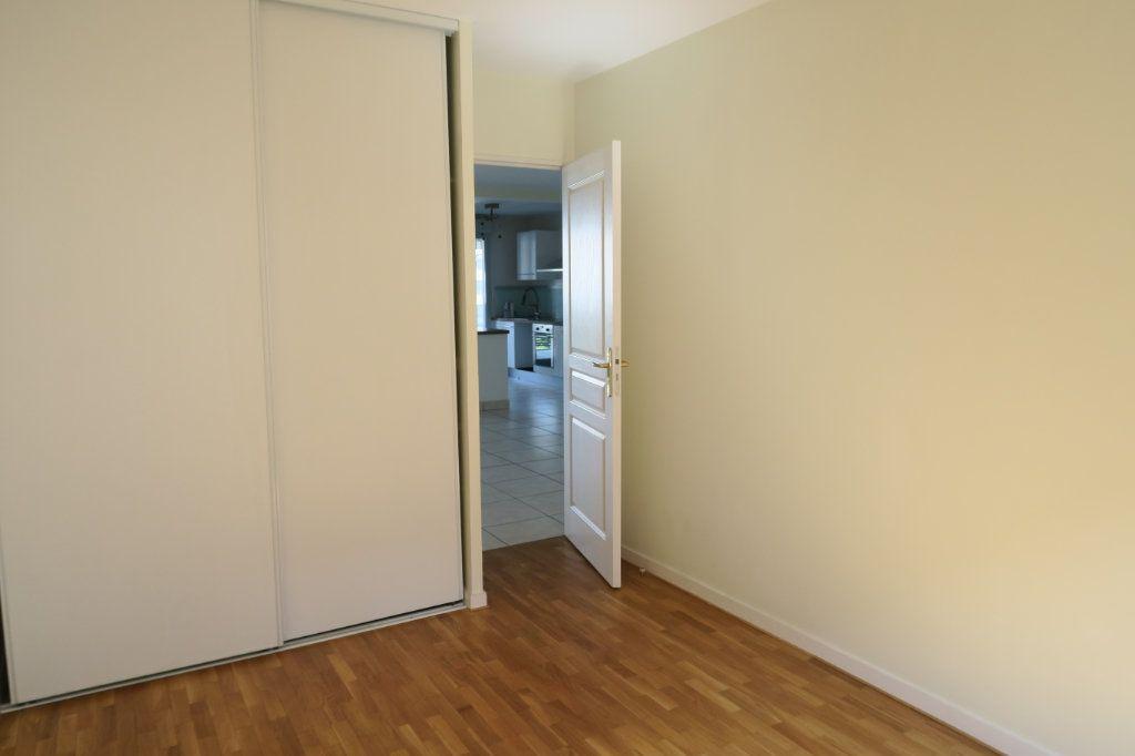 Appartement à louer 5 104.37m2 à Villeurbanne vignette-9