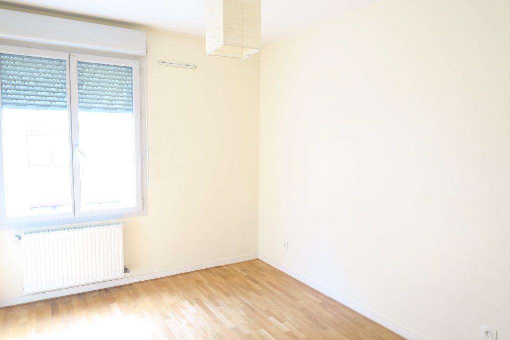 Appartement à louer 5 104.37m2 à Villeurbanne vignette-10