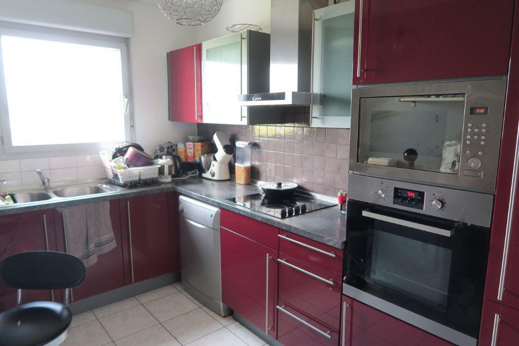 Appartement à vendre 3 70.56m2 à Vaulx-en-Velin vignette-3