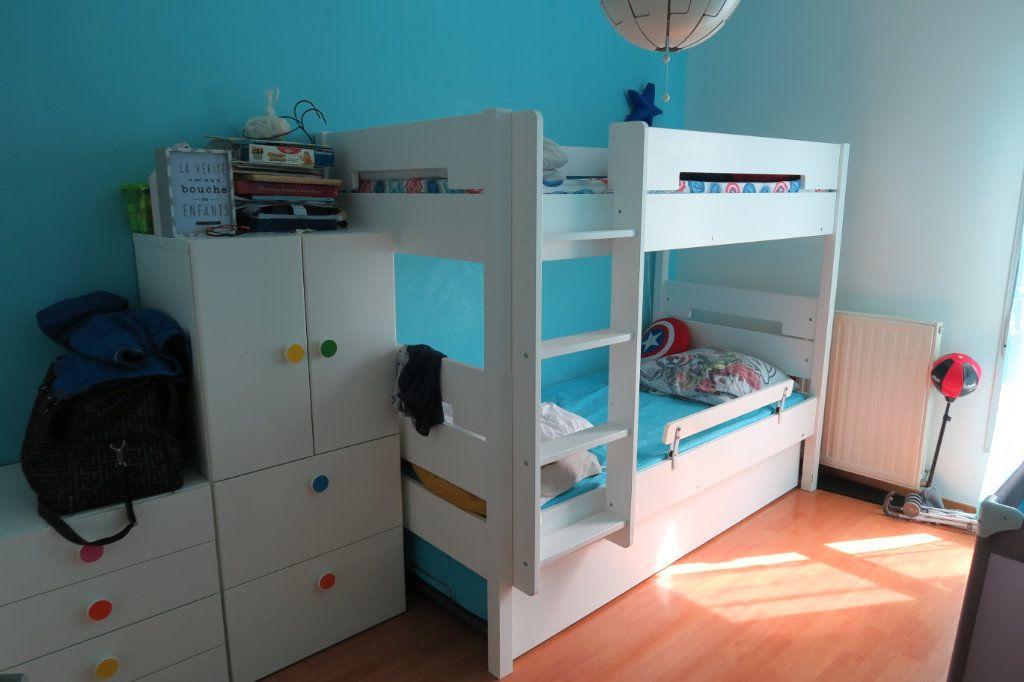 Appartement à vendre 3 70.56m2 à Vaulx-en-Velin vignette-4