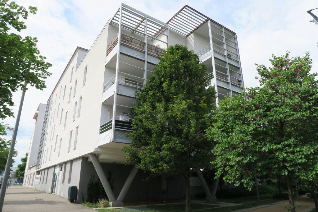 Appartement à vendre 3 70.56m2 à Vaulx-en-Velin vignette-6