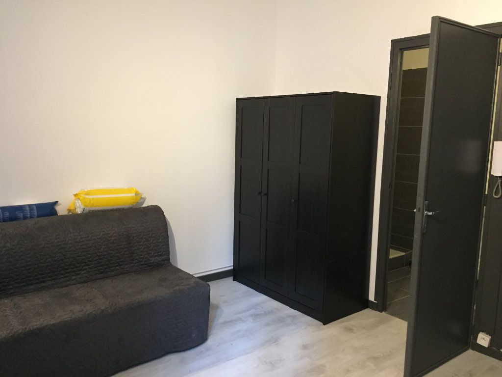 Appartement à louer 1 22.78m2 à Lyon 6 vignette-1