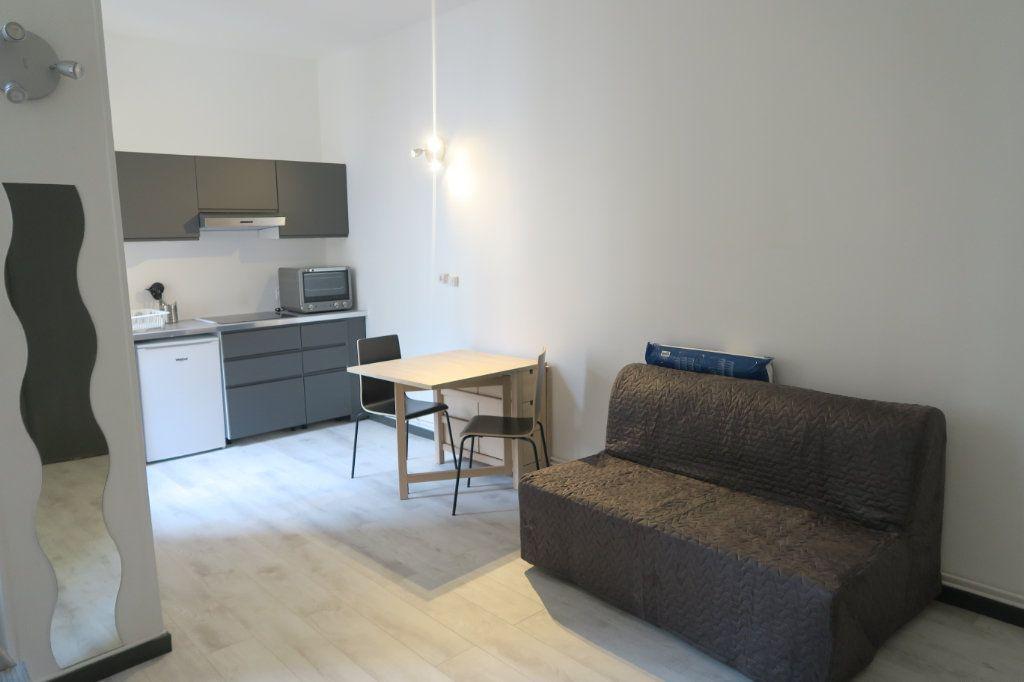 Appartement à louer 1 22.78m2 à Lyon 6 vignette-2