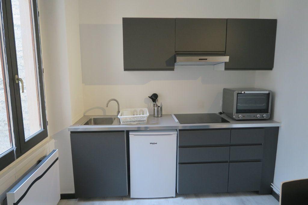 Appartement à louer 1 22.78m2 à Lyon 6 vignette-3