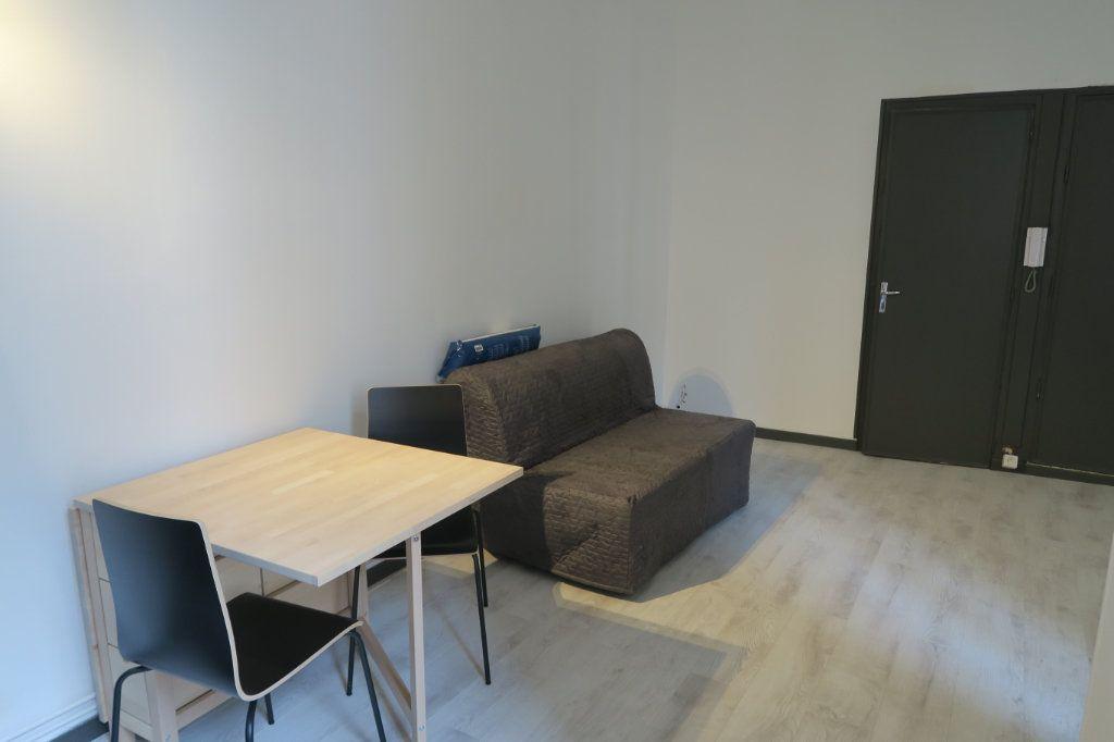 Appartement à louer 1 22.78m2 à Lyon 6 vignette-6