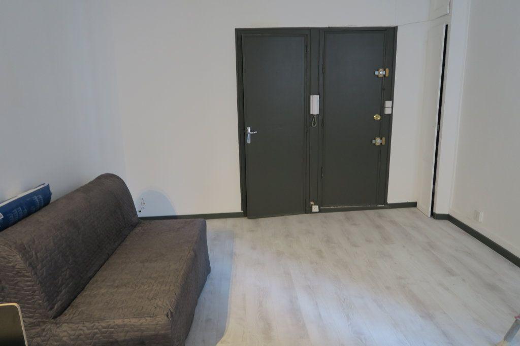 Appartement à louer 1 22.78m2 à Lyon 6 vignette-7