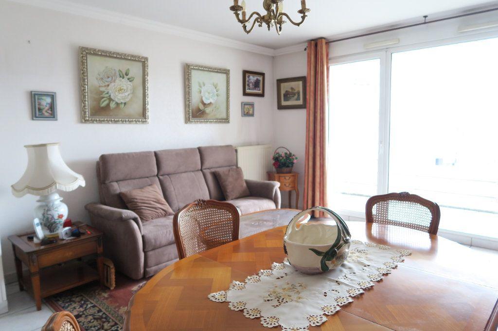 Appartement à vendre 3 70.73m2 à Villeurbanne vignette-1