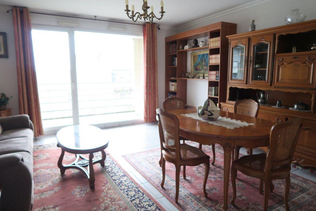 Appartement à vendre 3 70.73m2 à Villeurbanne vignette-2