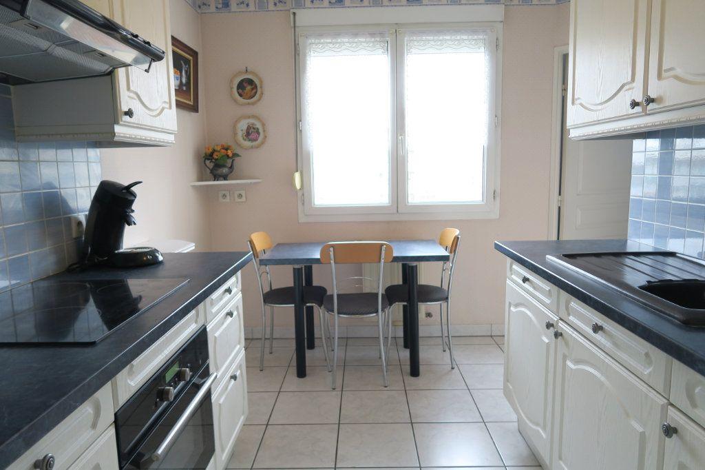 Appartement à vendre 3 70.73m2 à Villeurbanne vignette-4
