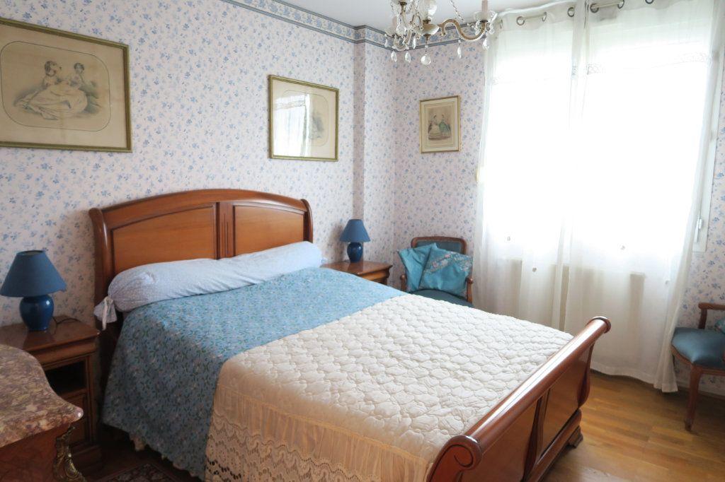 Appartement à vendre 3 70.73m2 à Villeurbanne vignette-6