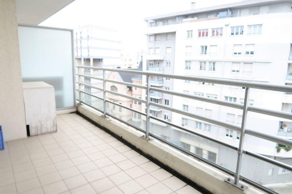 Appartement à vendre 3 70.73m2 à Villeurbanne vignette-8