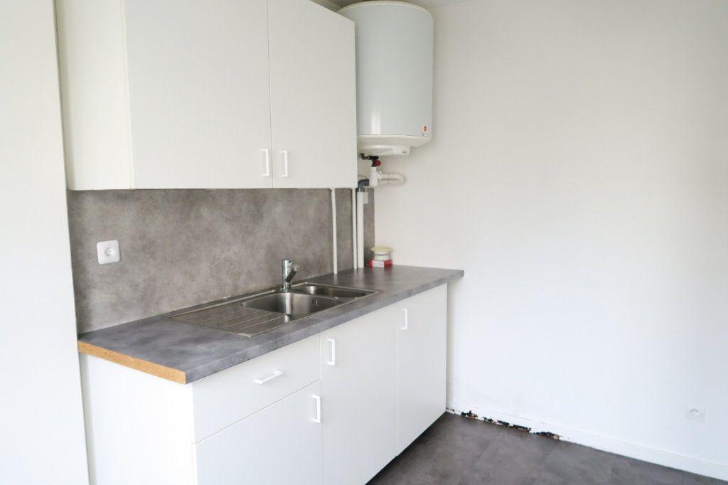 Appartement à louer 1 31.21m2 à Lyon 7 vignette-3
