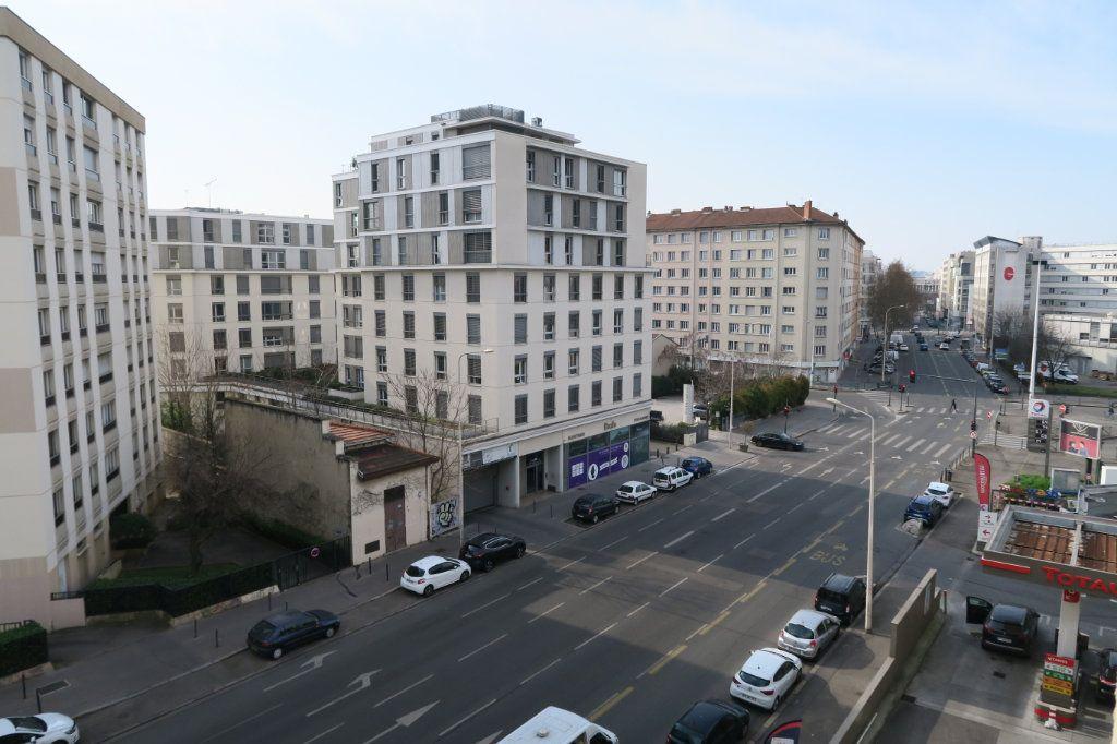 Appartement à louer 1 31.21m2 à Lyon 7 vignette-4