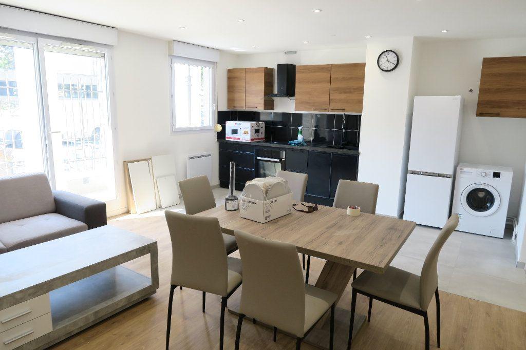 Appartement à louer 4 82.02m2 à Villeurbanne vignette-1