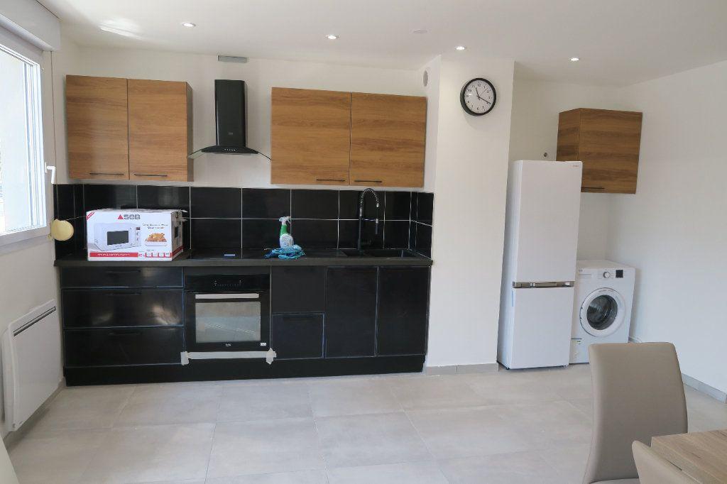 Appartement à louer 4 82.02m2 à Villeurbanne vignette-2