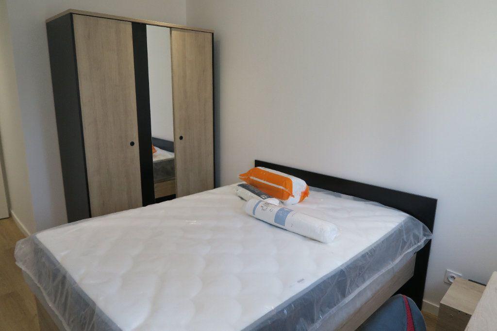 Appartement à louer 4 82.02m2 à Villeurbanne vignette-6