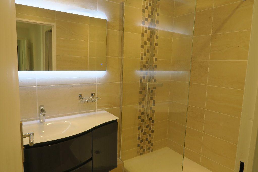 Appartement à louer 4 82.02m2 à Villeurbanne vignette-7
