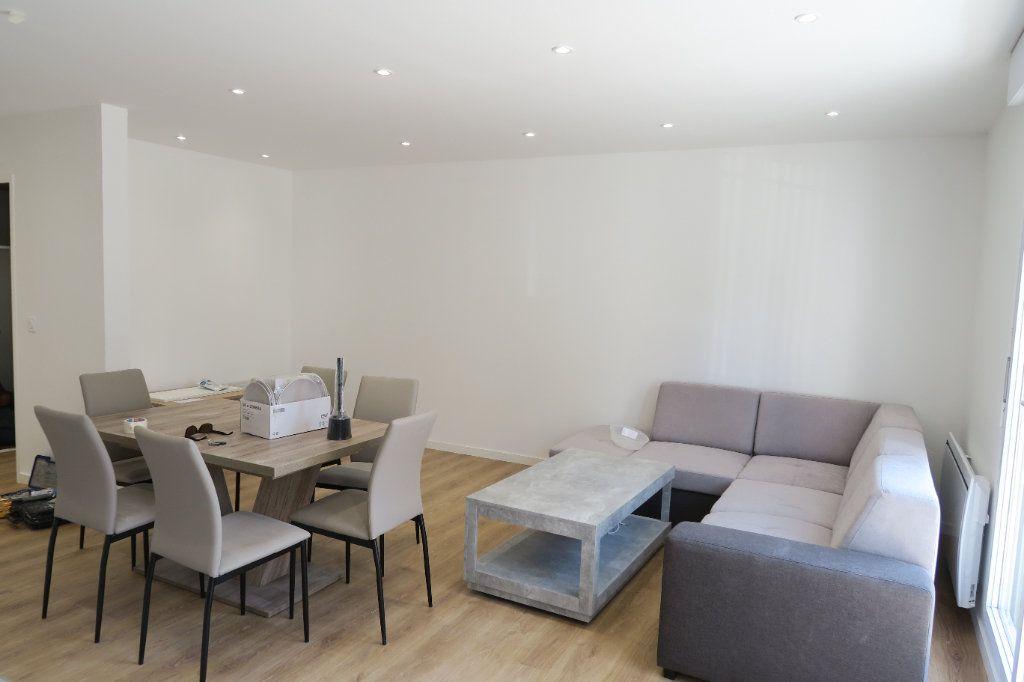Appartement à louer 4 82.02m2 à Villeurbanne vignette-9