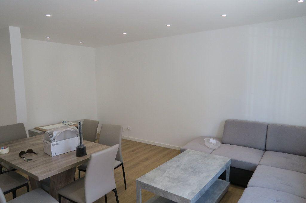 Appartement à louer 4 82.02m2 à Villeurbanne vignette-10