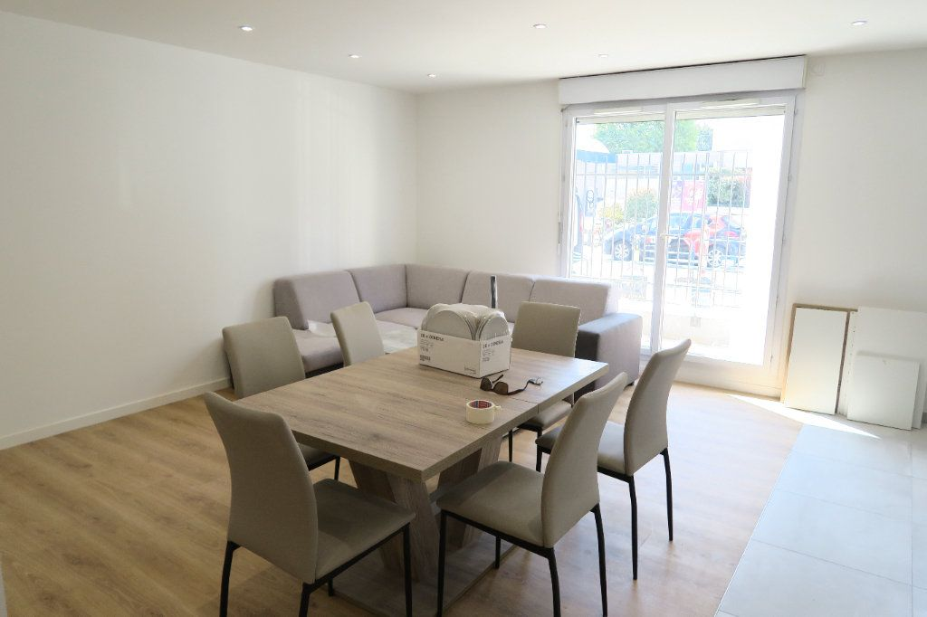 Appartement à louer 4 82.02m2 à Villeurbanne vignette-11