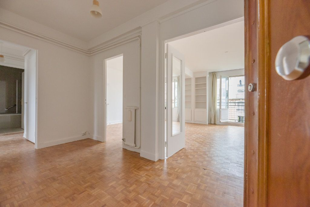 Appartement à louer 4 85m2 à Paris 16 vignette-1