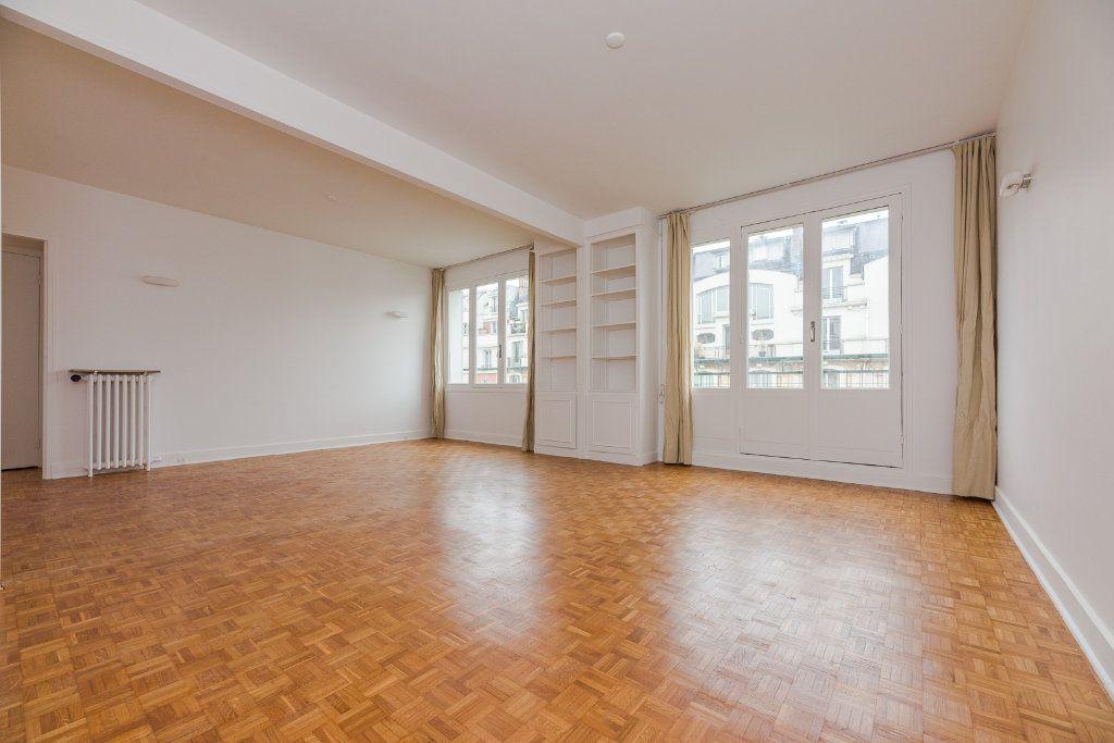 Appartement à louer 4 85m2 à Paris 16 vignette-2
