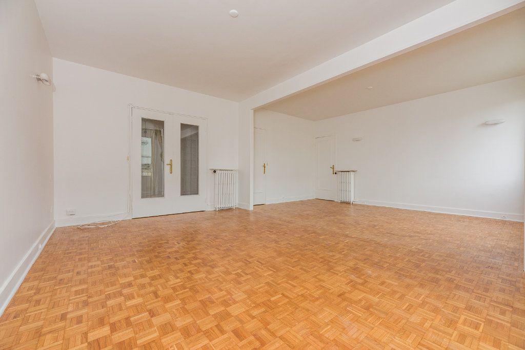 Appartement à louer 4 85m2 à Paris 16 vignette-4