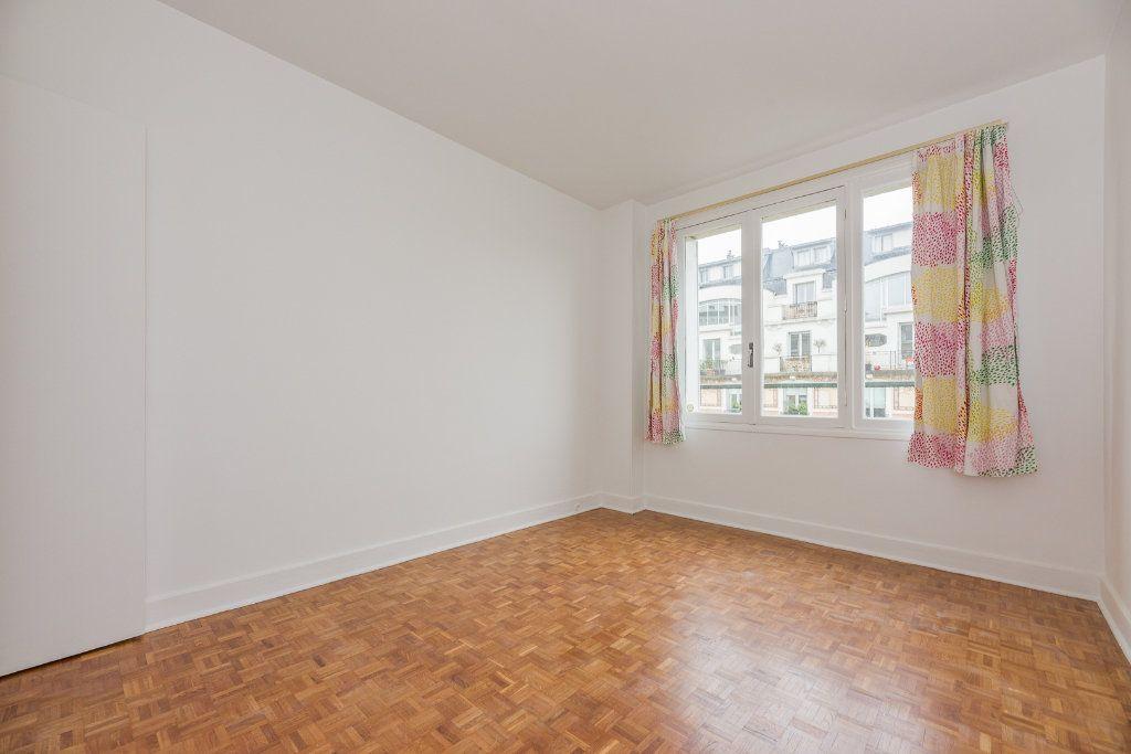 Appartement à louer 4 85m2 à Paris 16 vignette-6