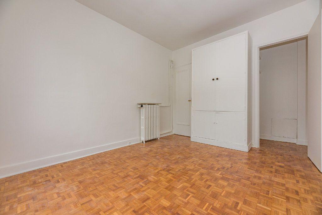 Appartement à louer 4 85m2 à Paris 16 vignette-8
