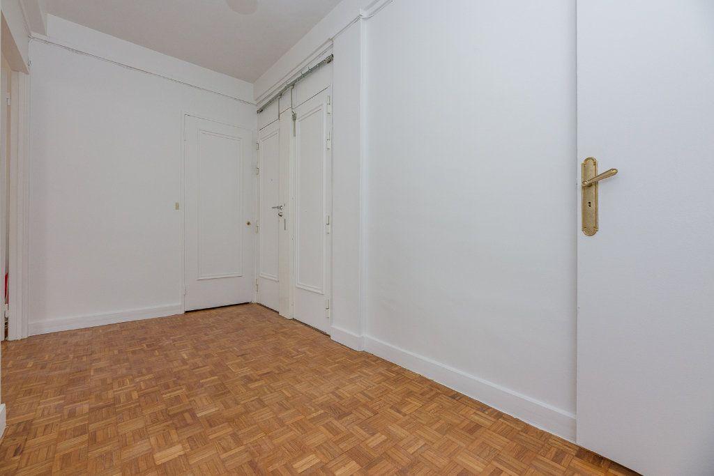 Appartement à louer 4 85m2 à Paris 16 vignette-10