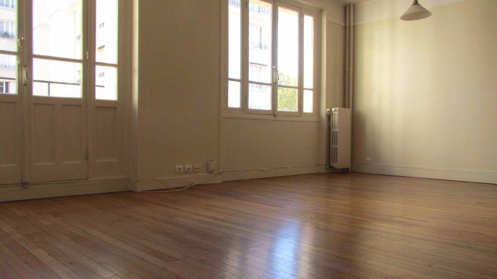 Appartement à louer 4 82m2 à Paris 16 vignette-1