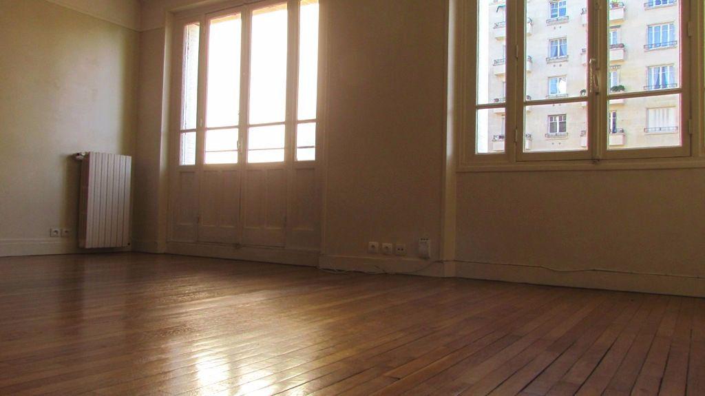 Appartement à louer 4 82m2 à Paris 16 vignette-2