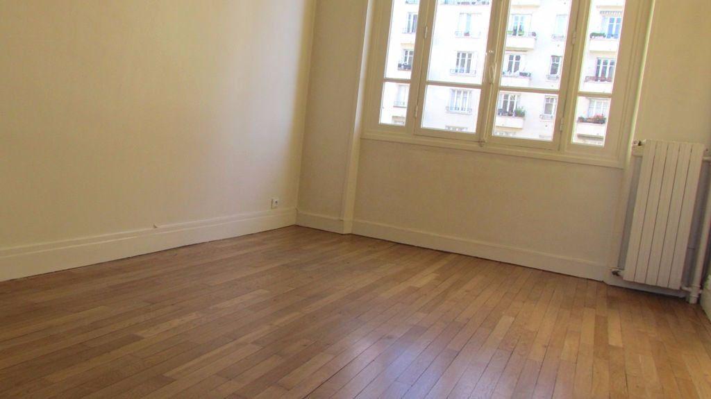 Appartement à louer 4 82m2 à Paris 16 vignette-4