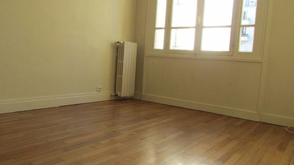Appartement à louer 4 82m2 à Paris 16 vignette-5