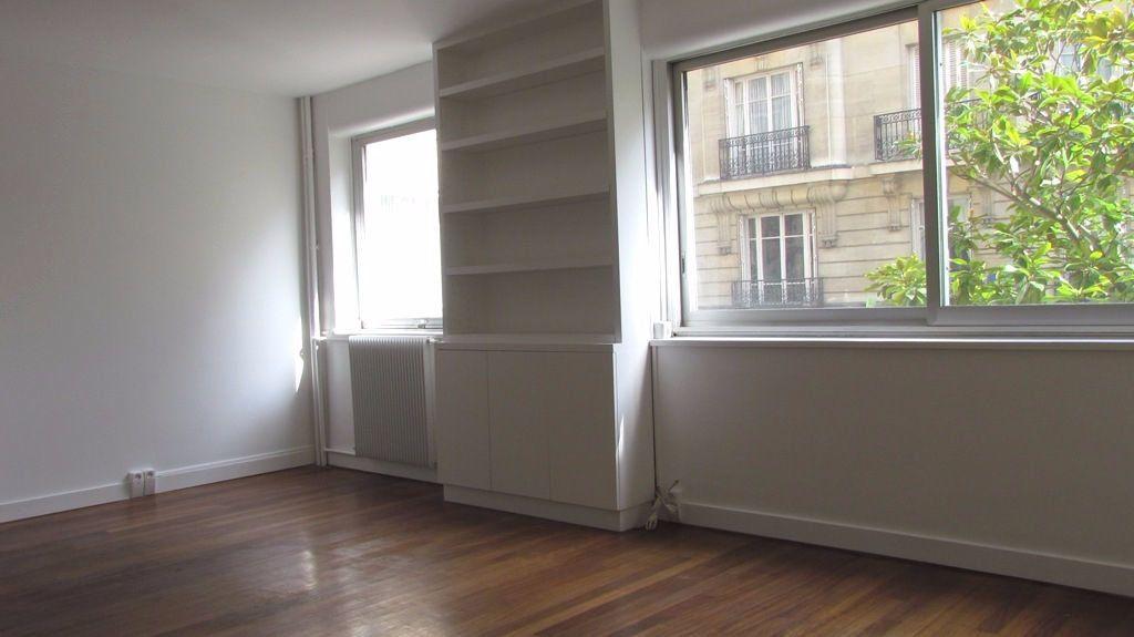 Appartement à louer 1 36m2 à Paris 17 vignette-1