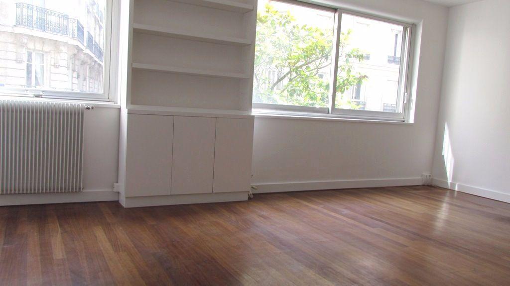 Appartement à louer 1 36m2 à Paris 17 vignette-2