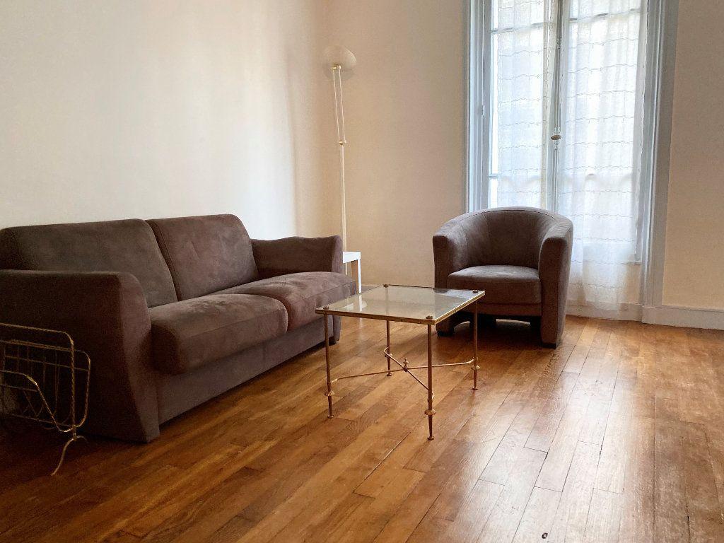 Appartement à louer 2 42m2 à Paris 16 vignette-2