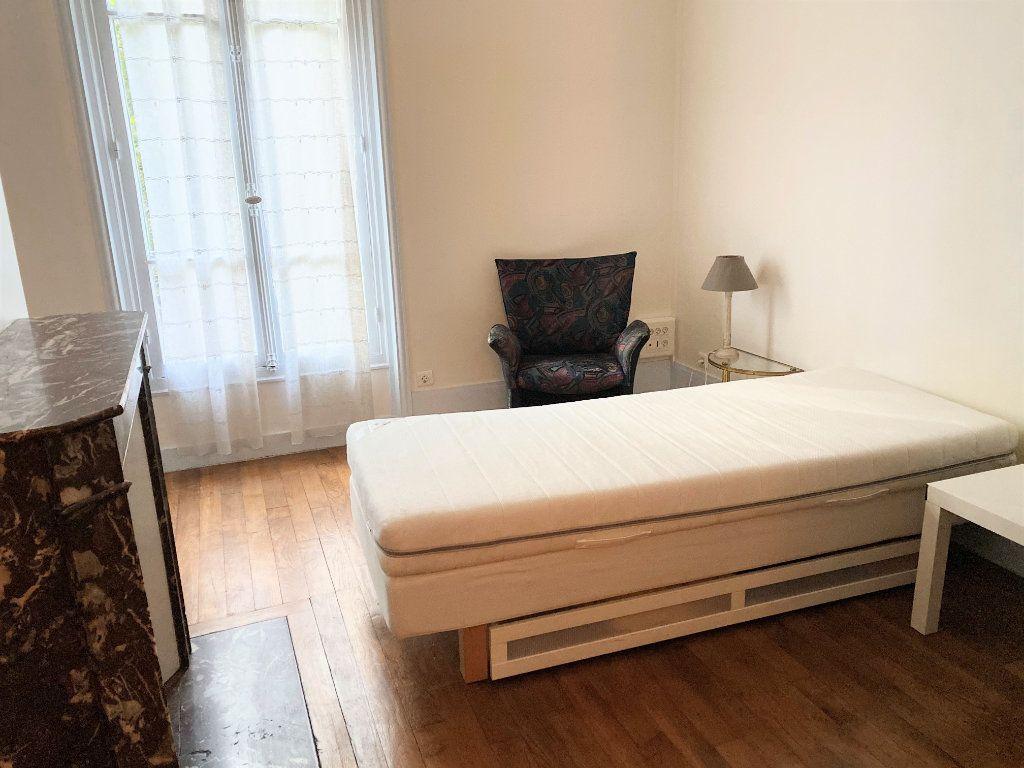 Appartement à louer 2 42m2 à Paris 16 vignette-8