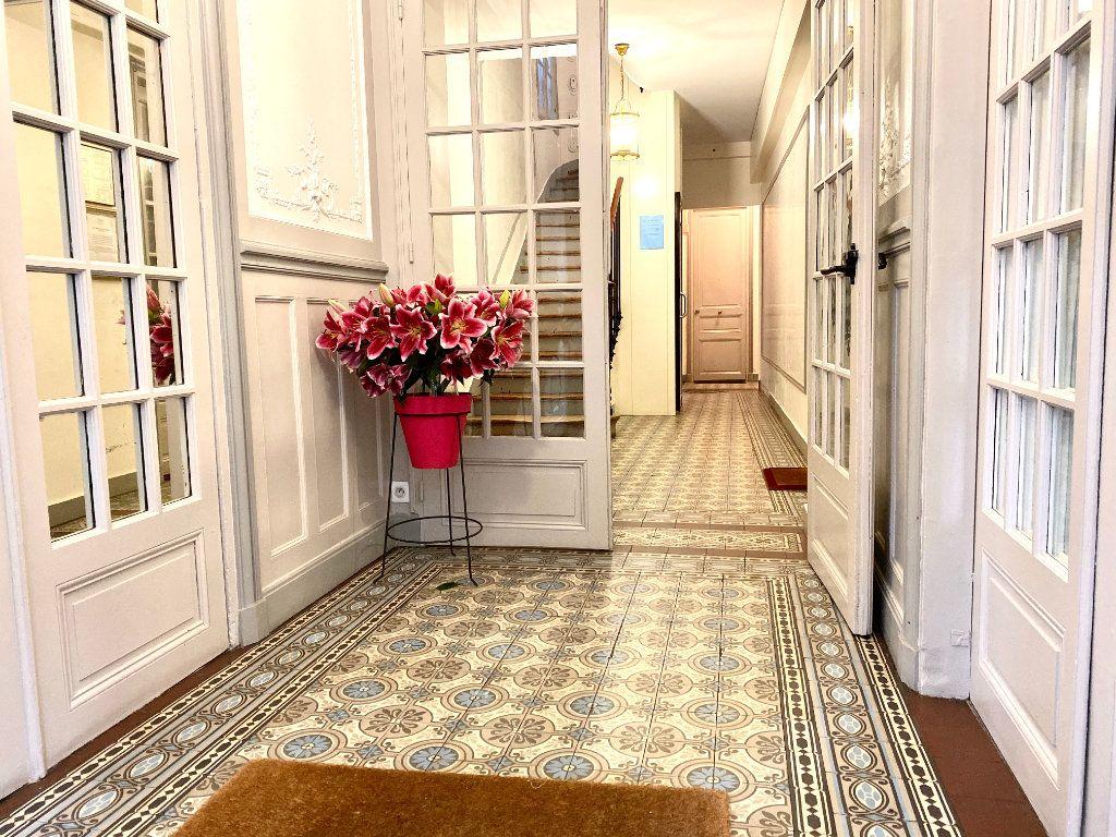 Appartement à louer 2 42m2 à Paris 16 vignette-12