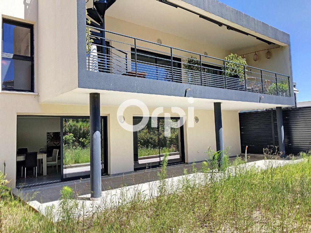 Appartement à vendre 4 107.82m2 à Saint-Raphaël vignette-1