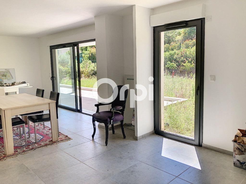 Appartement à vendre 4 107.82m2 à Saint-Raphaël vignette-3