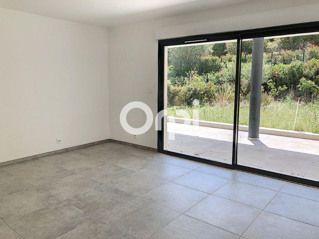 Appartement à vendre 4 107.82m2 à Saint-Raphaël vignette-4