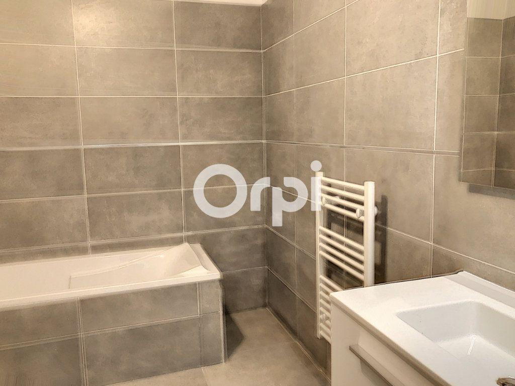 Appartement à vendre 4 107.82m2 à Saint-Raphaël vignette-5