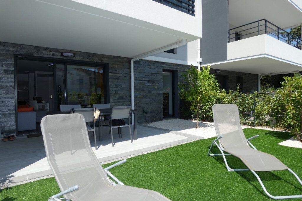 Appartement à louer 2 45.68m2 à Saint-Raphaël vignette-2