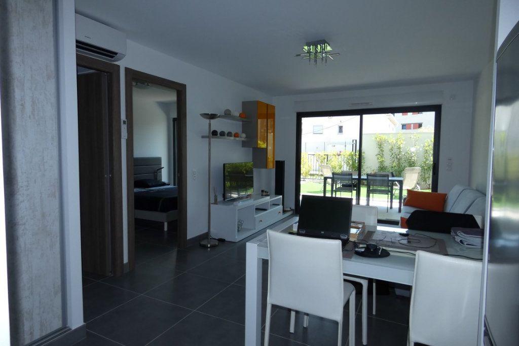 Appartement à louer 2 45.68m2 à Saint-Raphaël vignette-3