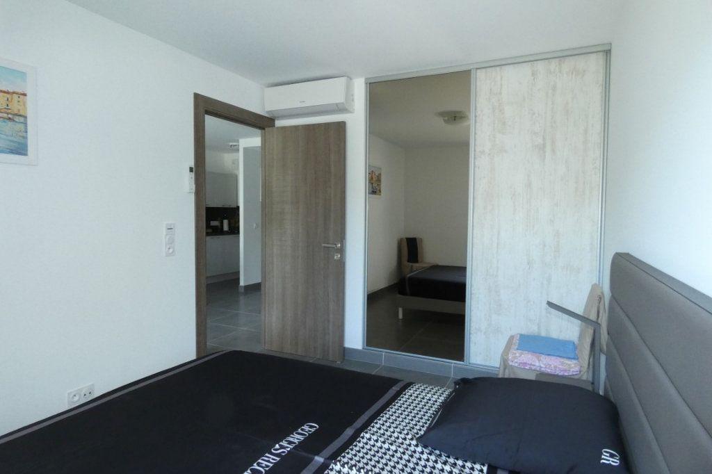 Appartement à louer 2 45.68m2 à Saint-Raphaël vignette-4