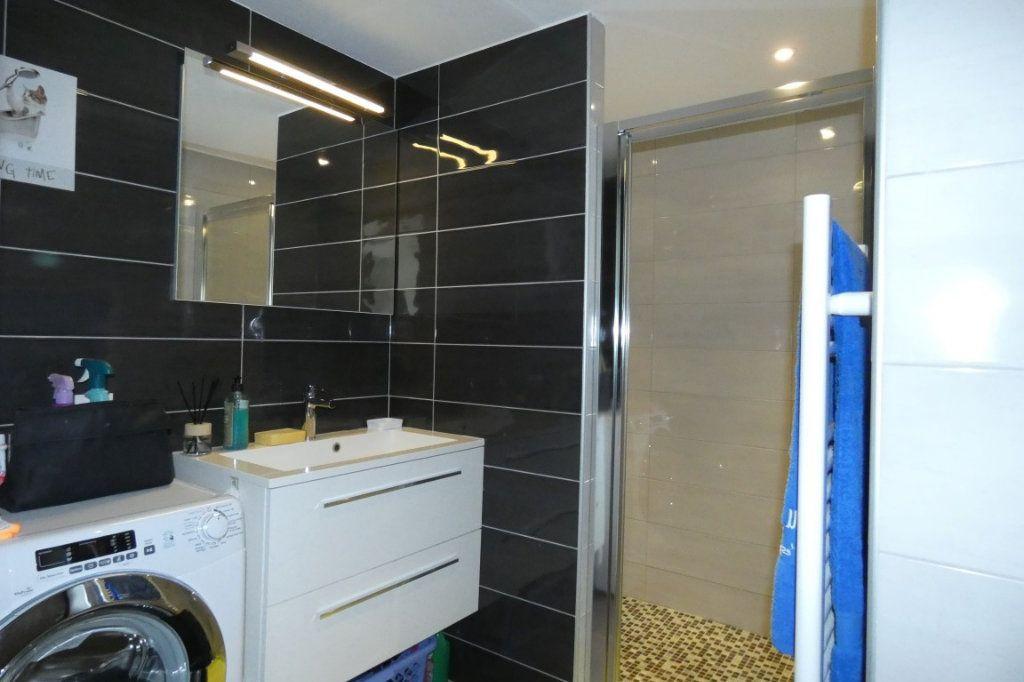 Appartement à louer 2 45.68m2 à Saint-Raphaël vignette-6