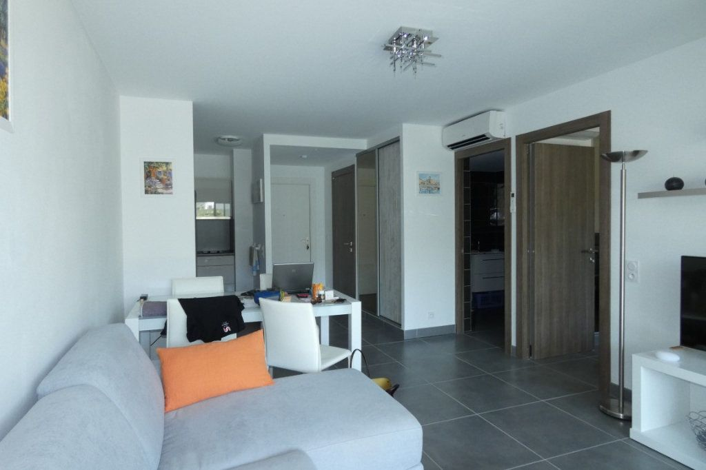 Appartement à louer 2 45.68m2 à Saint-Raphaël vignette-8