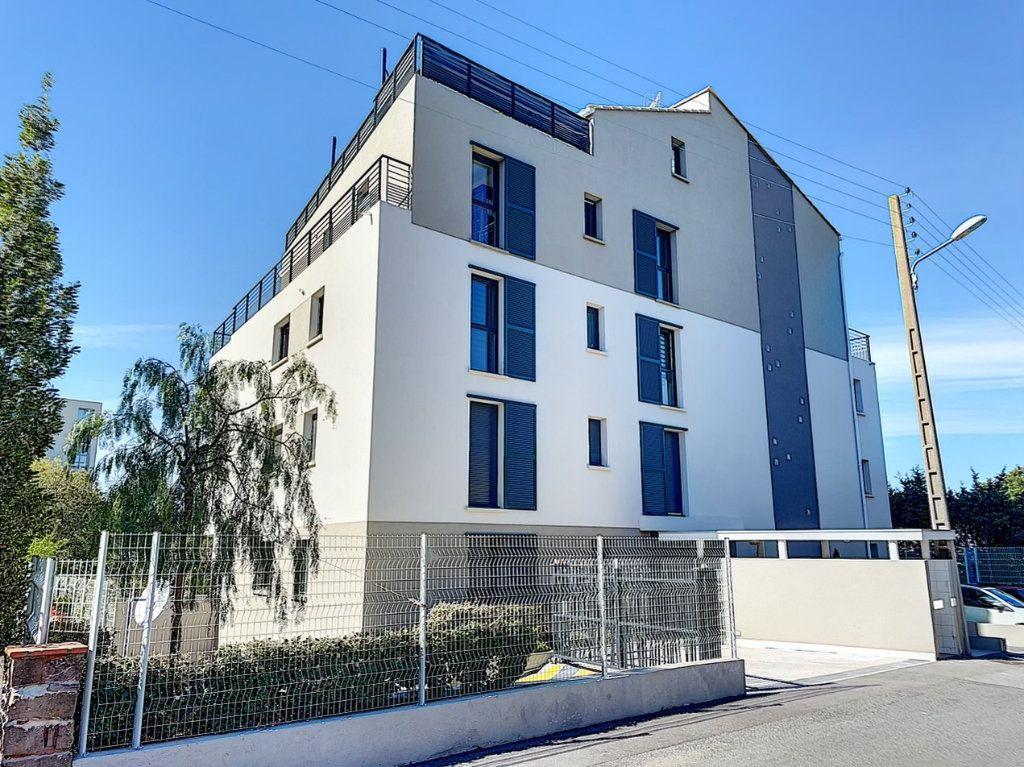 Appartement à louer 3 75m2 à Saint-Raphaël vignette-1